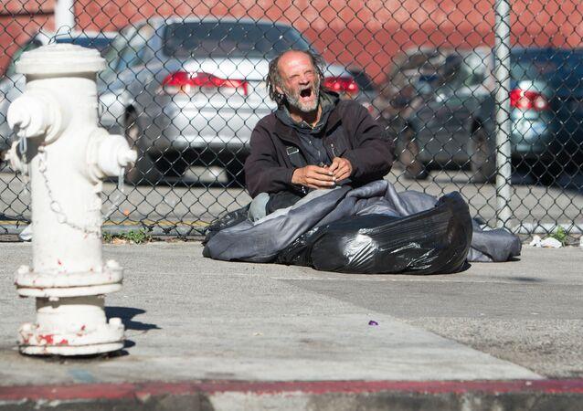 Un senzatetto a San Francisco