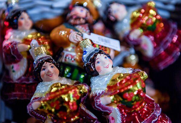 Lustrini nel centro commerciale GUM a Mosca. - Sputnik Italia