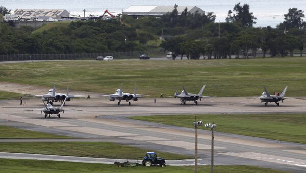 U.S. Air Force F-22 Raptors, right, and two F-15 Eagles prepare for take-off at Kadena Air Base on the southern island of Okinawa, in Japan (File) - Sputnik Italia