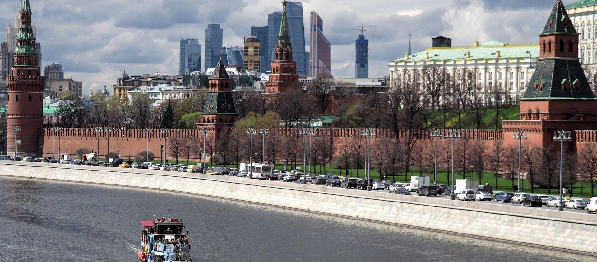 Battello turistico sulla Moscova di fronte al Cremlino - Sputnik Italia, 1920, 20.03.2021