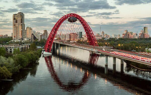 Ponte su affluente della Moscova in periferia nord-ovest - Sputnik Italia