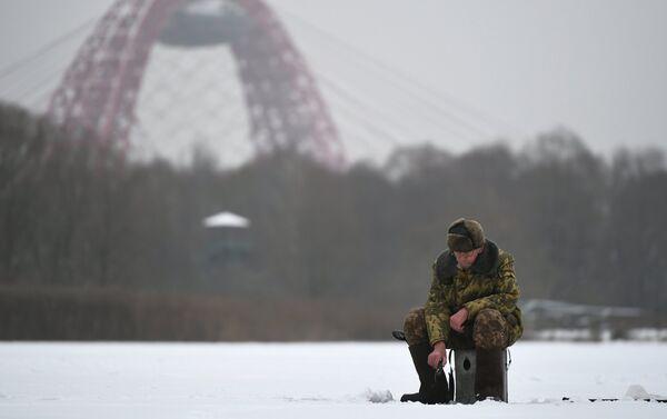 Pescatore in inverno sulla Moscova - Sputnik Italia