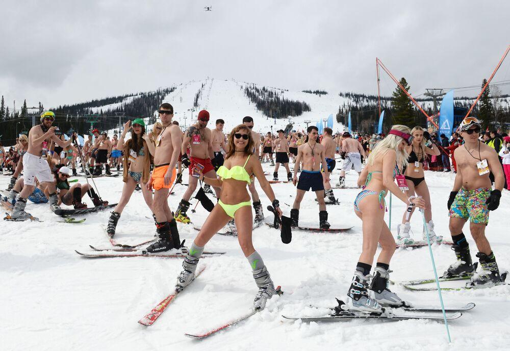Grelka fest alla stazione sciistica nel villaggio di Sheregesh nella regione di Kemerovo.