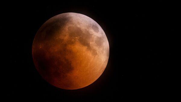 La Luna durante l'eclissi, Crimea - Sputnik Italia