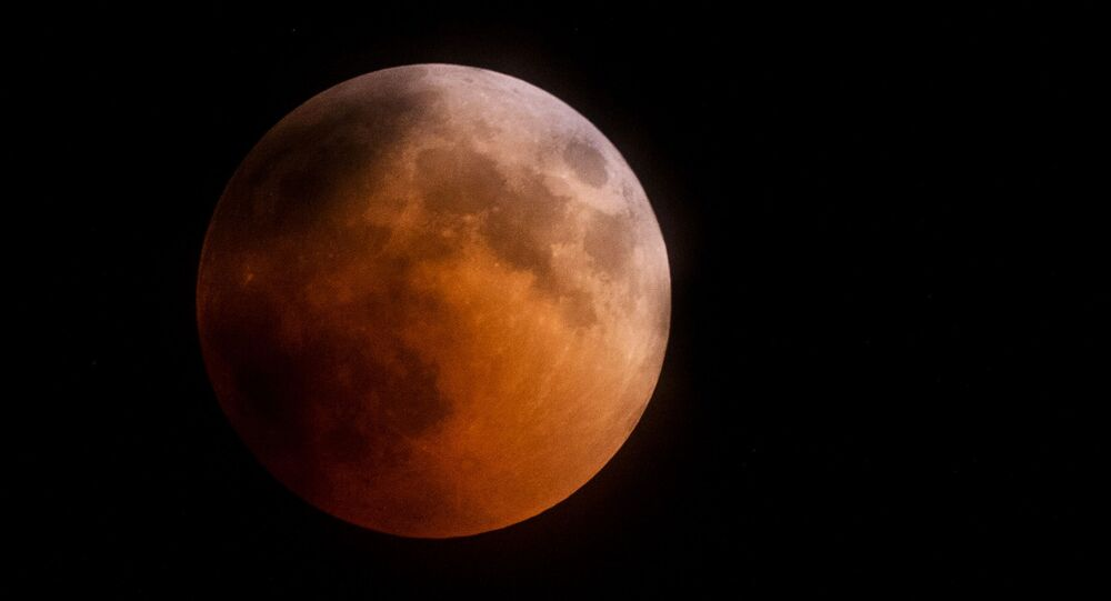 La Luna durante l'eclissi, Crimea