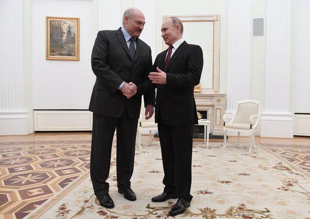 Presidenti della Russia e Bielorussia Vladimir Putin e Alexander Lukashenko (foto d'archivio)
