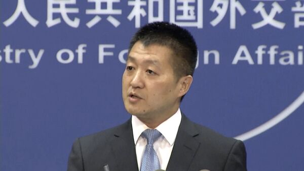 In this July 12, 2016 file image made from video, Lu Kang, the most senior spokesman of China's Foreign Affairs Ministry, speaks to reporters about the international tribunal's ruling on the South China Sea during a news briefing in Beijing - Sputnik Italia