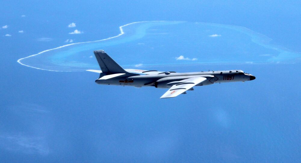 Bombardiere cinese H-6K (foto d'archivio)