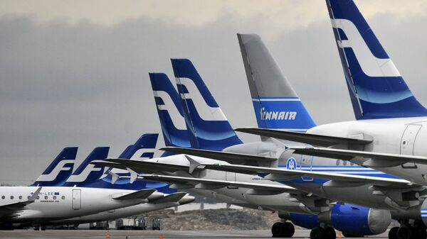 Passenger planes of the Finnish national airline company Finnair stand on the tarmac at Helsinki international airport, Helsinki, Finland - Sputnik Italia