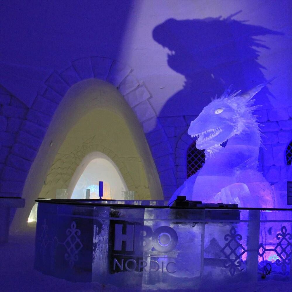 Dentro l'albergo di ghiaccio Snow Hotel dedicato alla serie tv Game of Thrones in Finlandia.