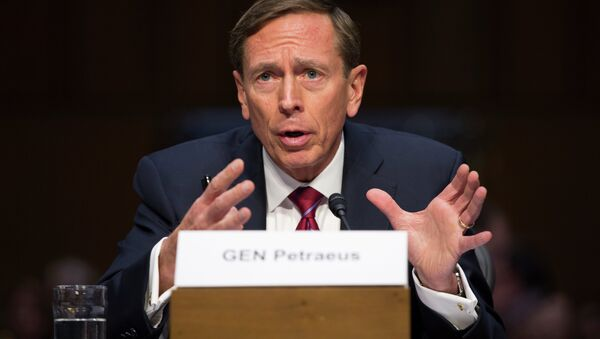 Former CIA Director David Petraeus testifies on Capitol Hill in Washington, Tuesday, Sept. 22, 2015, before the Senate Armed Services Committee hearing on Middle East policy - Sputnik Italia