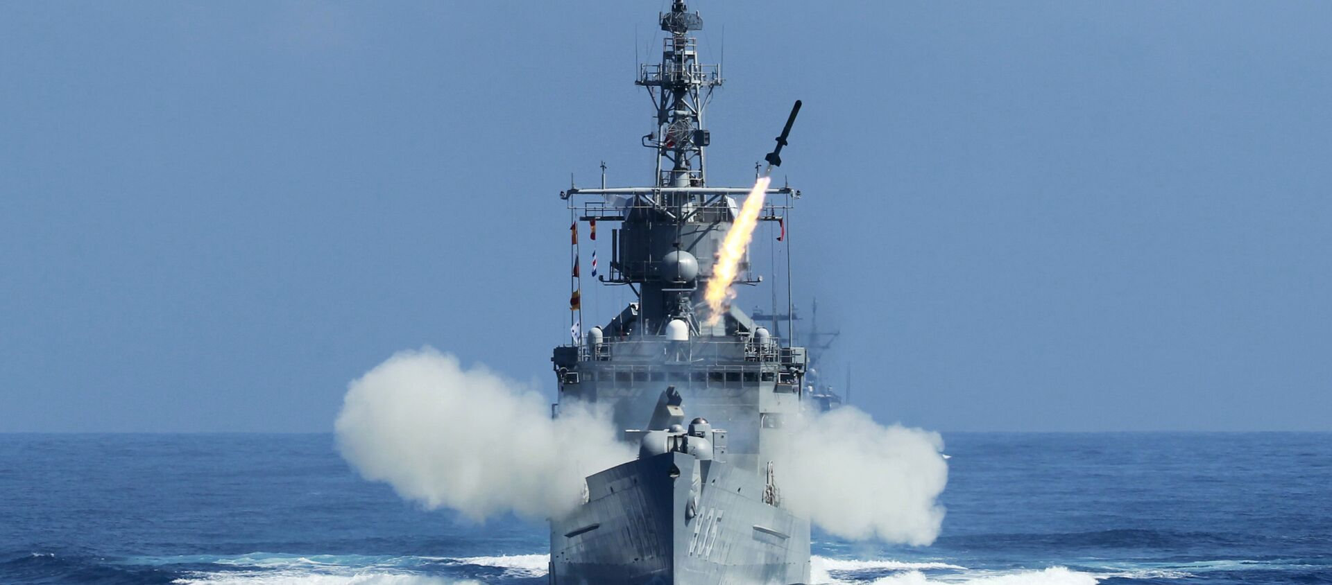 Taiwan Navy's Perry-class frigate launches an ASROC (anti-submarine rocket) during the annual Han Kuang military exercises. - Sputnik Italia, 1920, 11.04.2021