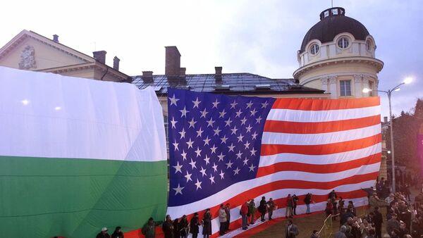 Bandiere della Bulgaria e degli USA - Sputnik Italia