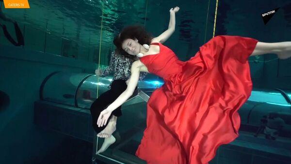 Ballano sott'acqua e senza ossigeno - Sputnik Italia