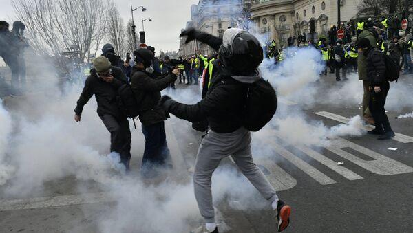 Proteste a Parigi - Sputnik Italia