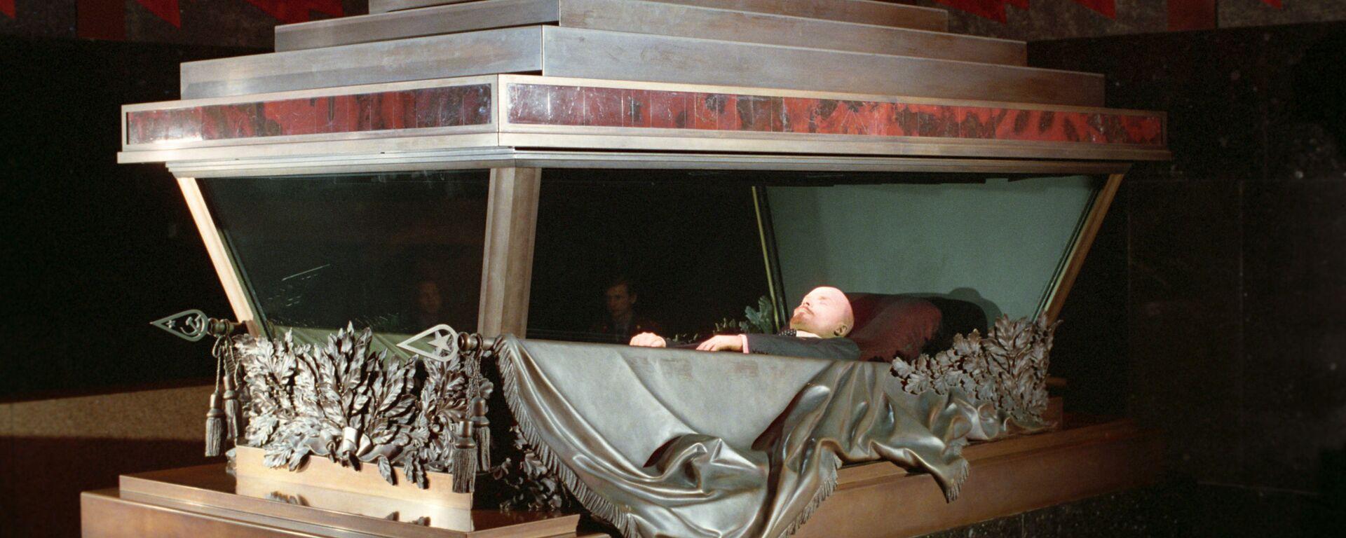 Забальзамированное тело В.И. Ленина в Мавзолее на Красной площади - Sputnik Italia, 1920, 19.01.2019