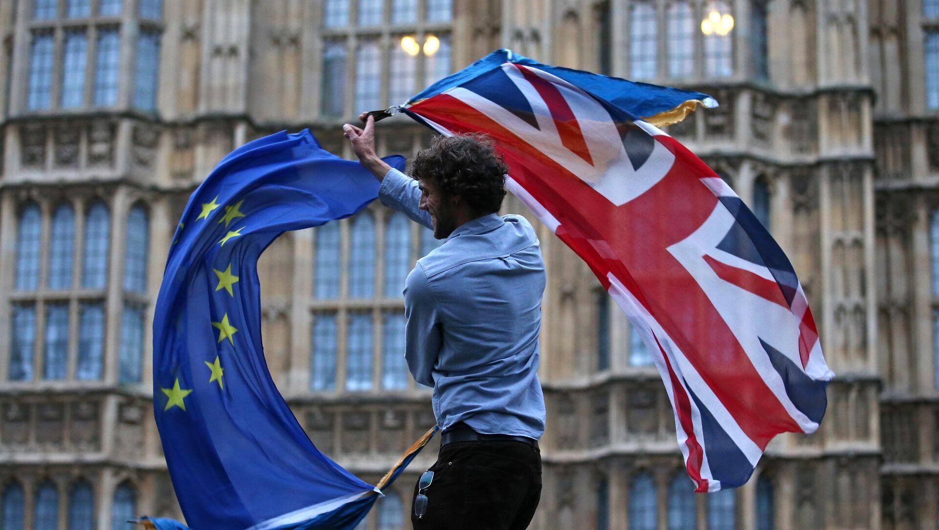 Bandiere UE Regno Unito - Sputnik Italia, 1920, 05.05.2021