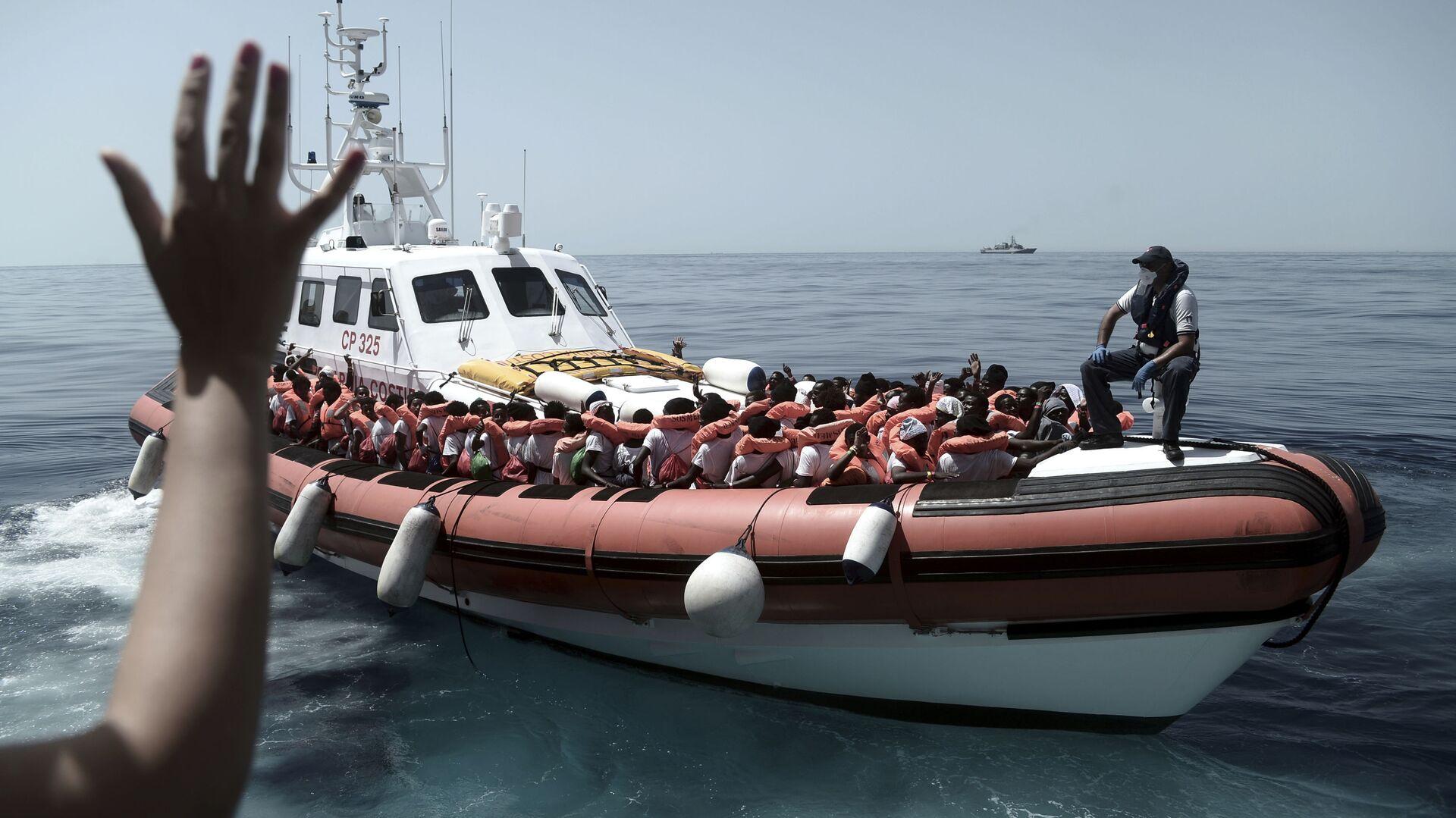 Migranti nel Mar Mediterraneo - Sputnik Italia, 1920, 21.08.2021