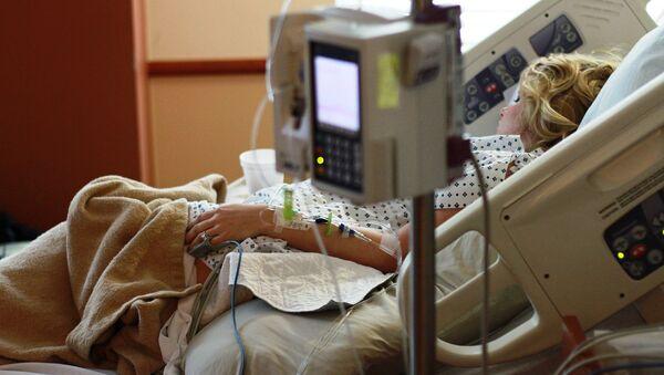 A female patient in a hospital - Sputnik Italia