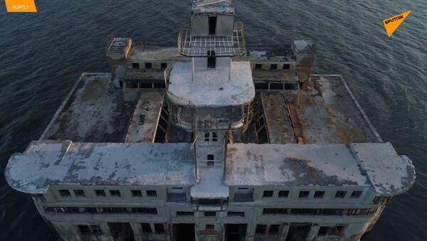 Un drone mostra il sito di test delle armi sovietiche nel Mar Caspio - Sputnik Italia