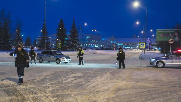 Uomini dei reparti di sicurezza delle forze dell'ordine russe presso l'aeroporto di Khanty-Mansiysk - Sputnik Italia