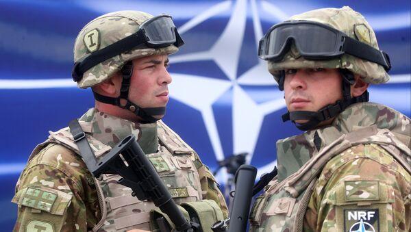 Georgian servicemen stand at the opening of a joint NATO-Georgia training center outside Tbilisi, Georgia, Thursday, Aug. 27, 2015 - Sputnik Italia