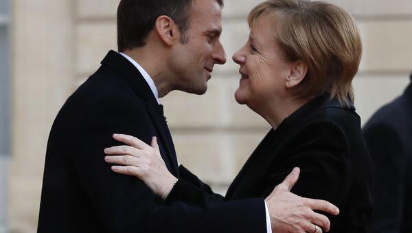 Emmanuel Macron e Angela Merkel - Sputnik Italia