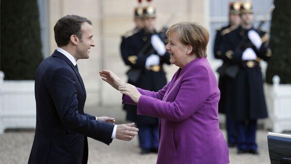 Emanuel Macron e Angela Merkel - Sputnik Italia