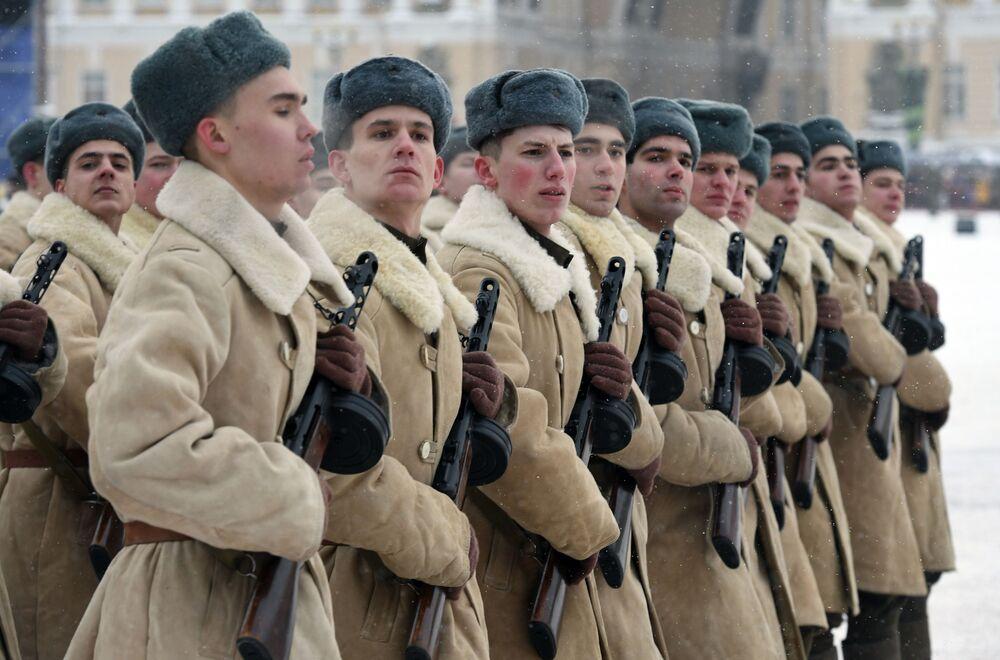 La parata del 75° della liberazione di Leningrado