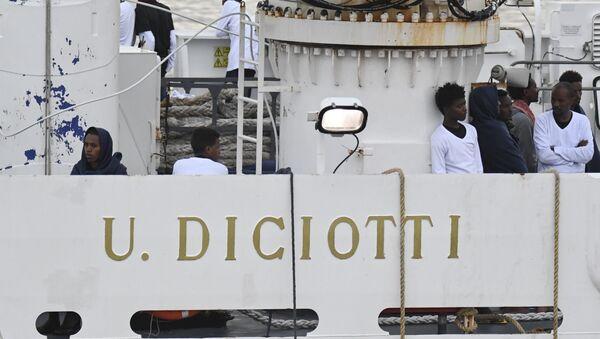 La nave Diciotti - Sputnik Italia