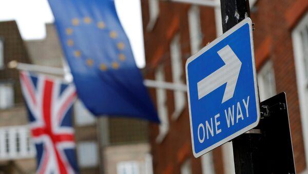 Bandiere UE e Regno Unito - Sputnik Italia