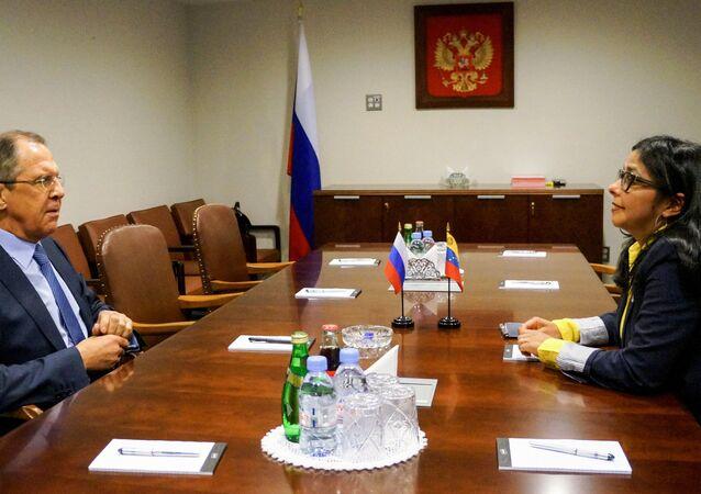 Sergei Lavrov e Delcy Rodriguez