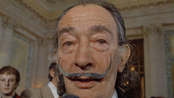 In this May 21, 1973 file photo, Spanish surrealist painter Salvador Dali, presents his first Chrono-Hologram in Paris, France. - Sputnik Italia