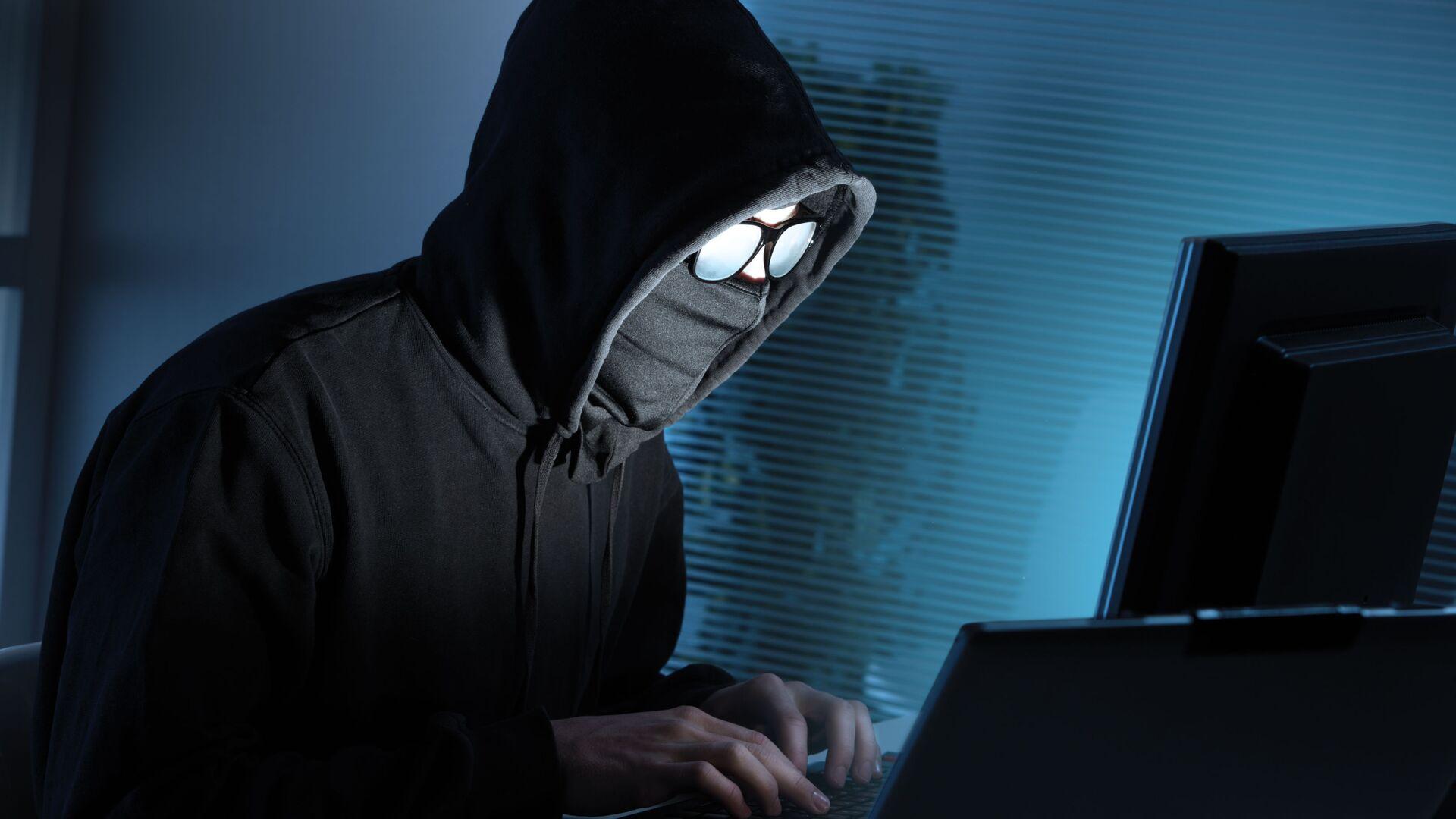 Un hacker al lavoro - Sputnik Italia, 1920, 05.07.2021
