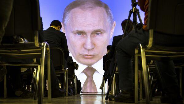 Giornalisti guardano il Discorso sullo stato della Nazione di Vladimir Putin, 1 marzo del 2018 - Sputnik Italia