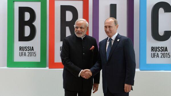 Президент Российской Федерации Владимир Путин и премьер-министр Республики Индия Нарендра Моди на церемонии приветствия лидеров БРИКС - Sputnik Italia