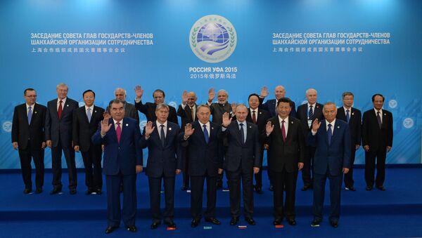Совместное фотографирование глав государств-членов ШОС, глав государств и правительств стран-наблюдателей в ШОС и глав делегаций международных организаций - Sputnik Italia