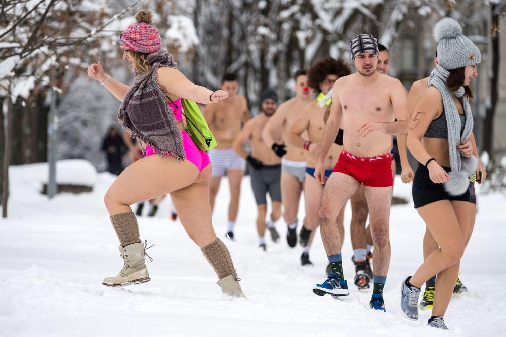 Annuale corsa in mutande nella Serbia.