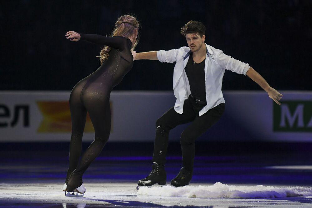 La coppia russa Alexandra Stepanova e Ivan Bukin si esibisce nel programma libero al Campionato mondiale di pattinaggio di figura a Minsk.