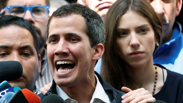 Juan Guaidó con sua moglie Fabiana Rosales - Sputnik Italia
