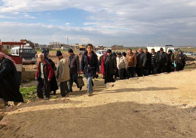 Profughi lasciano Idlib occupato dai terroristi
