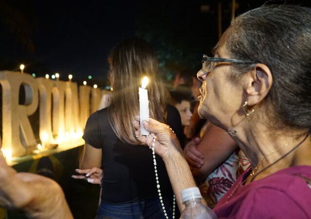 Gli abitanti di Brumadinho pregano per i morti e dispersi in seguito del crollo della diga