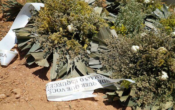 Corone di fiori al cimitero Parque das Rosas a Brumadinho - Sputnik Italia