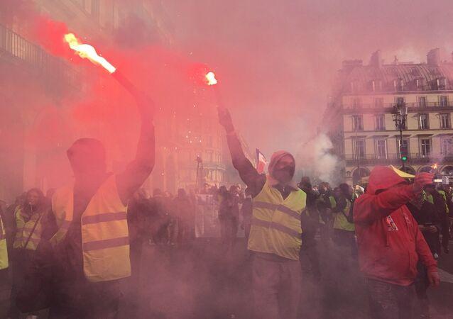 Le proteste dei sindacati francesi per i salari minimi nel Paese