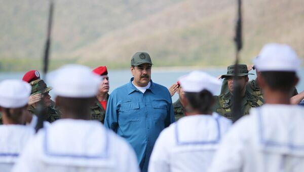 Il presidente venezuelano Nicolas Maduro presente alle esercitazioni militari a Turiamo, Venezuela, il 3 febbraio 2019 - Sputnik Italia