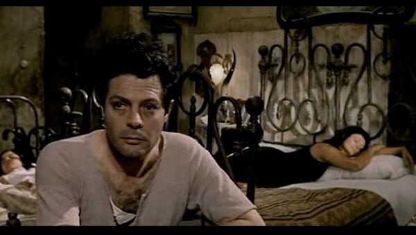 Mastrojanni e Sophia Loren sono Pasquale e Adelina in 'Ieri, oggi, domani' - Sputnik Italia