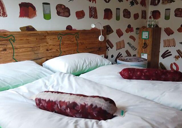 Il primo hotel al mondo per gli amanti delle salsicce
