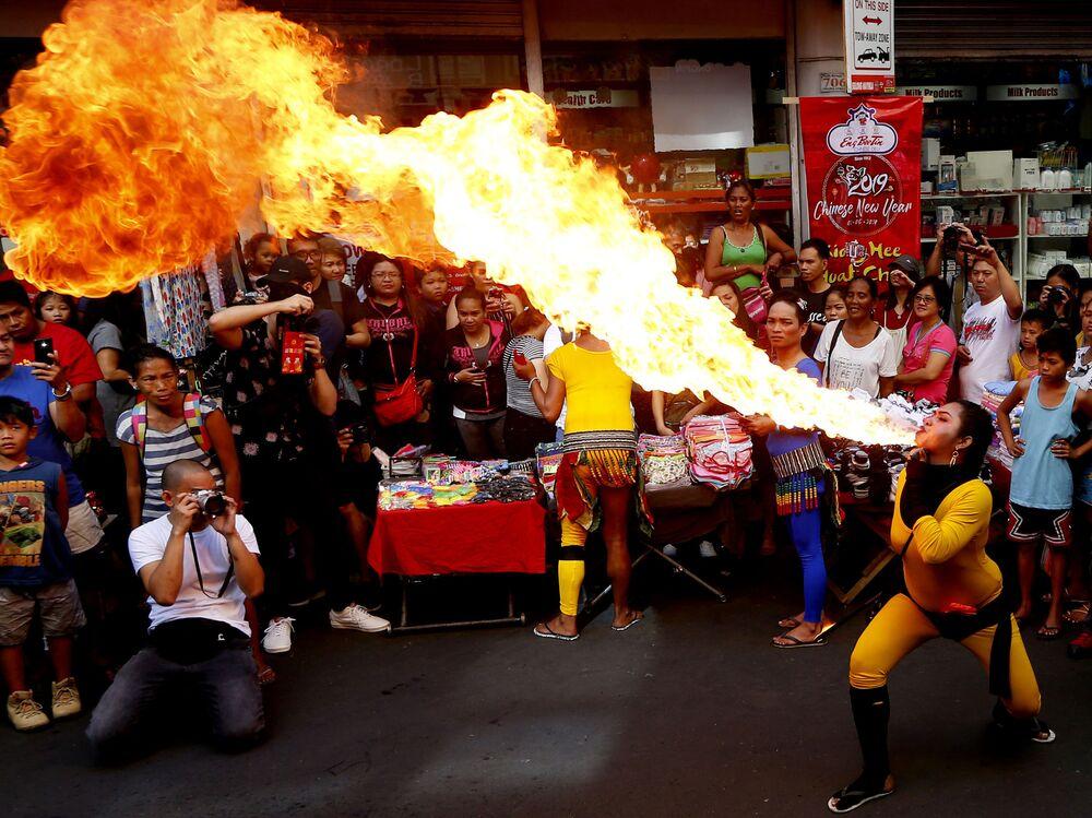Festeggiamenti del Capodanno cinese a Manila, Filippine.