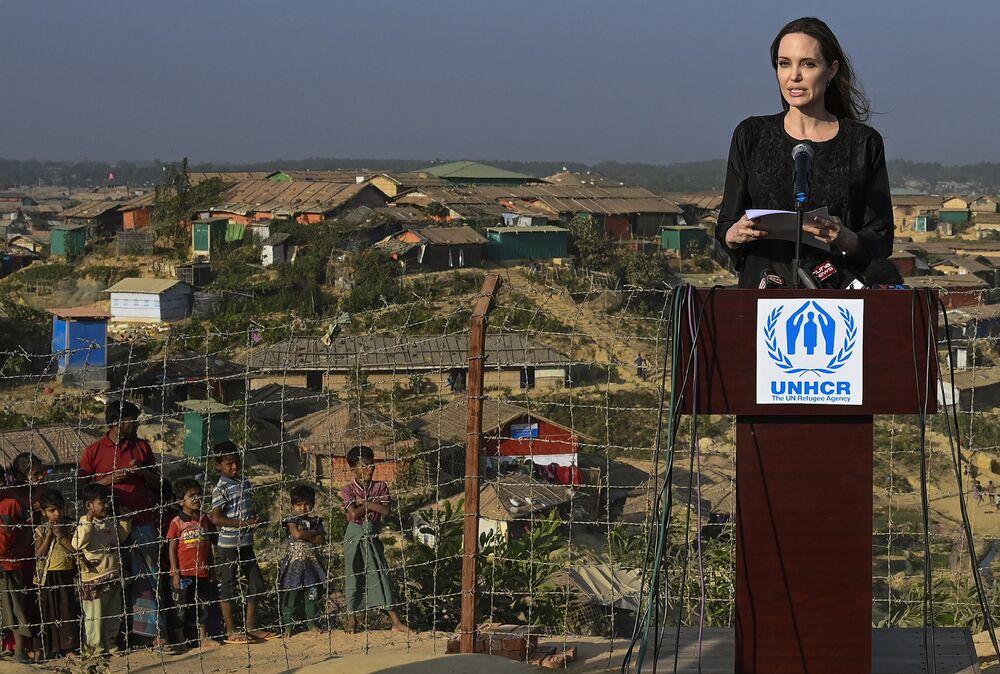Attrice ed ambasciatrice dell'UNHCR Angelina Jolie durante la sua visita nel Bangladesh.