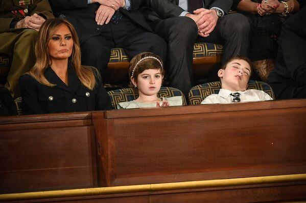 Melania Trump, attrice Grace Eline e Joshua Trump, ospiti speciali del presidente americano Donald Trump durante il discorso al Congresso. - Sputnik Italia
